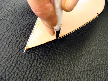 Anzeichnen auf Leder