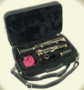 Klarinetten-GigBag mit instrumentengerecht gefrästem Spezialschaum und klassisch gefaltetem Samtfutter